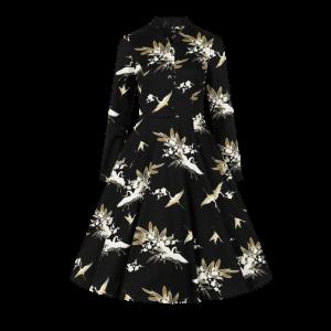 Čierne šaty s bielymi labuťami
